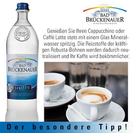 Mineralwaser und Kaffee